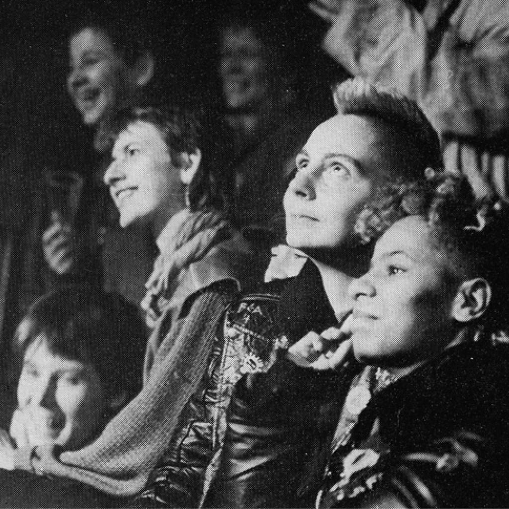 Detaljbild på publiken under Lesbenwoche i Berlin ur artikeln från Stina Line, Normella från 1985.
